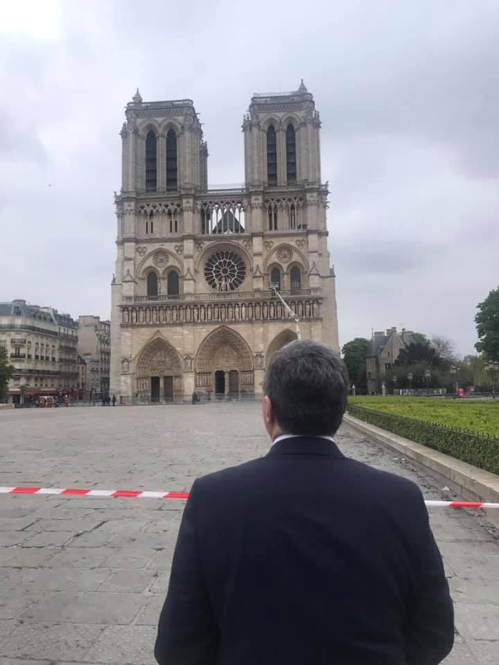 Photo of Զոհրաբ Մնացականյանն այցելել է Փարիզի Աստվածամոր տաճար