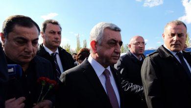 Photo of Սերժ Սարգսյանը կուսակիցների եւ թոռան հետ այցելել է Ծիծեռնակաբերդ․ նա չպատասխանեց լրագրողների հարցերին. armtimes.com