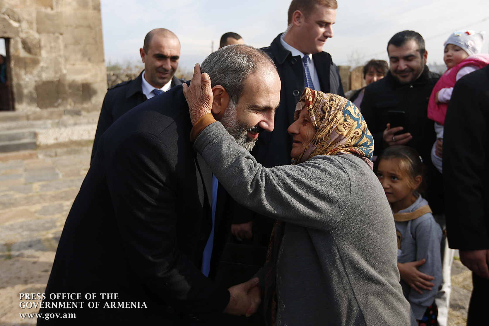 Photo of Համբուրում եմ ձեր ձեռքերը, որ ճաքերով են պատված. ՀՀ վարչապետ