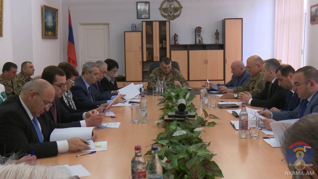 Photo of Արցախի ՊՆ, ՊԲ հրամանատար Կարեն Աբրահամյանի նախագահությամբ  տեղի է ունեցել մայիսյան տոնակատարությունների կազմակերպչական աշխատանքները համակարգող կառավարական հանձնաժողովի  նիստ