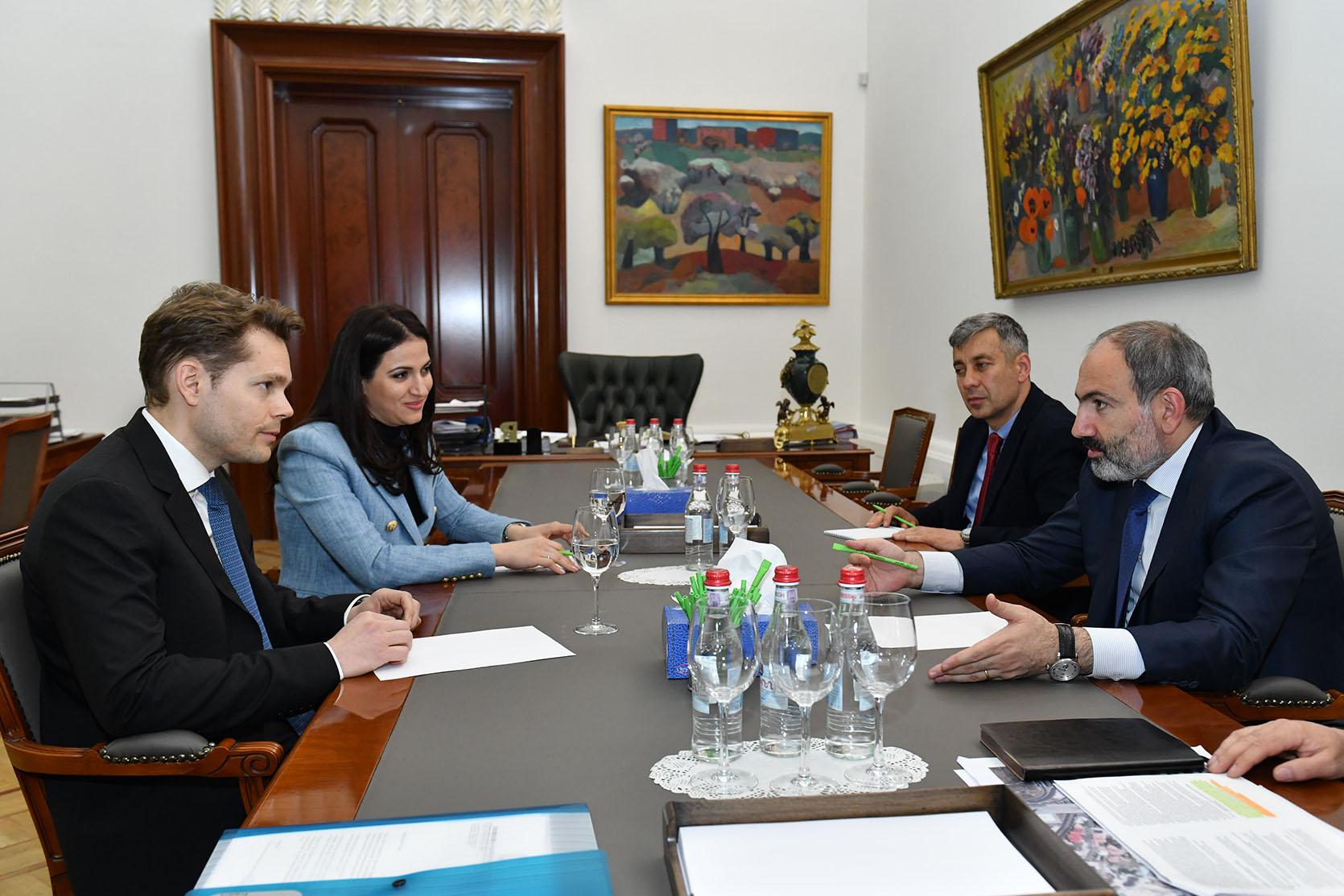 Photo of Премьер-министр обсудил с Николя Азнавуром создание центра «Азнавур» в Ереване