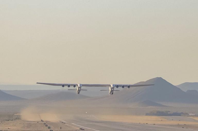 Photo of Опубликовано видео первого полета самого большого самолета в мире