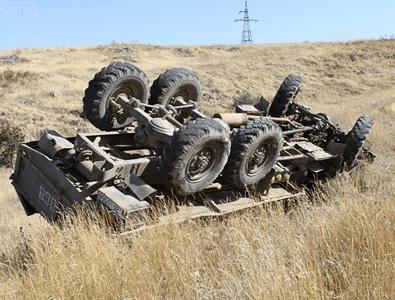 Photo of Երեւան-Սպիտակ ճանապարհին բեռնատար է  գլորվել ձորը
