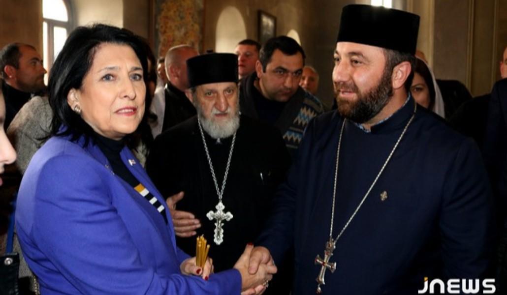 Photo of Վրաստանի նախագահն այցելեց Ախալքալաքի Սուրբ Խաչ եկեղեցի.jnews.ge