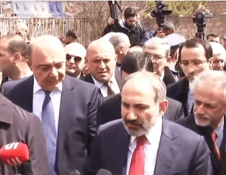 Photo of «Покажите мне, где людям ходить», — премьер-министр Армении сделал строгий выговор мэру Гюмри