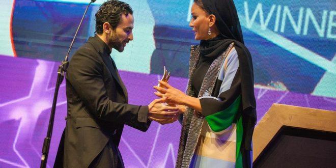 Photo of Жена эмира Катара вручила армянину из Ливана премию лучшего дизайнера