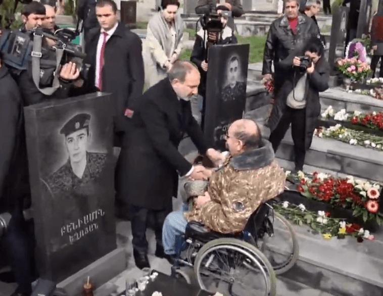 Photo of Եռաբլուրում հարգանքի տուրք են մատուցում Ապրիլյան պատերազմի զոհերի հիշատակին