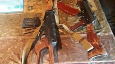 Photo of Արարատի ոստիկանները ապօրինի պահվող ինքնաձիգ և դիպուկահար հրացան են հայտնաբերել