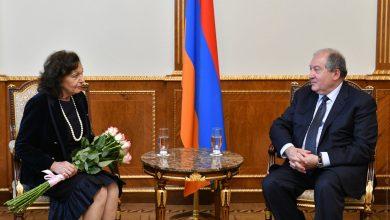 Photo of Ձեզ հայրենիքում սիրում և գնահատում են. նախագահ Սարգսյանը հյուրընկալել է ֆրանսահայ հայտնի երգչուհի Ռոզի Արմենին