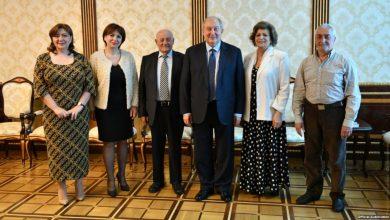 Photo of «Հայրենիքի համար զոհվելը մարդկային բարձր արժանիք է». նախագահն ընդունել է զոհված օդաչուների ընտանիքների անդամներին