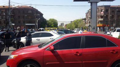 Photo of Մի շարք տաքսու վարորդներ փակել են Աբովյան-Կորյուն խաչմերուկը