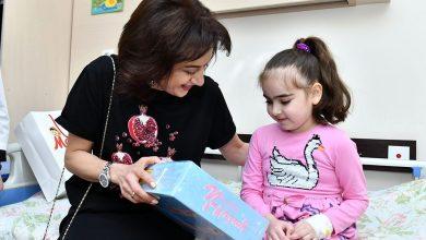 Photo of Աննա Հակոբյանն այցելել է Մանկական արյունաբանության և ուռուցքաբանության կլինիկայում բուժում ստացող մանուկներին
