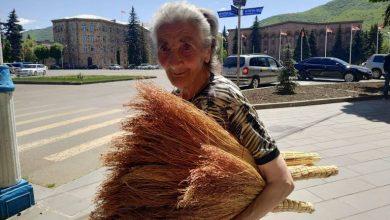 Photo of Վանաձորցիների սիրելի կերպարներից մեկը՝ ավել վաճառող տատիկը. factor.am