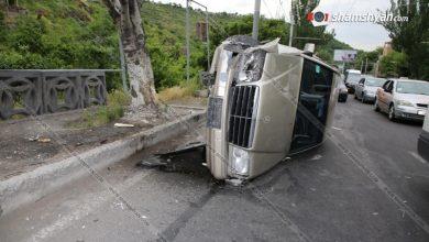 Photo of Խոշոր ավտովթար Երևանում. Մյասնիկյան պողոտայում՝ «Արքայաձոր» ռեստորանի հարևանությամբ, բախվել են BMW-ն ու Mercedes-ը. Mercedes-ը կողաշրջվել է