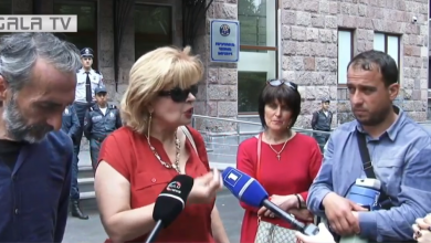 Photo of «Պրիվետ, Ռոբ» կոչերով քաղաքացիները շրջափակում են ԲԴԽ շենքը․ՈՒՂԻՂ