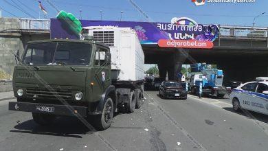 Photo of Երևանում բեռնատարը բախվել է գովազդային ցուցանակ տեղադրող ավտոմեքենային. աշխատողը բարձրությունից ընկել է