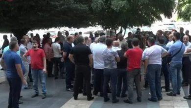 Photo of «Անտուն սպան նույնն է, ինչ պետությունն առանց բանակի, ուշքի եկեք, պարոնա՛յք». բողոքի ակցիա կառավարության դիմաց