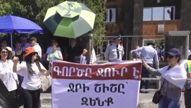 Photo of «Քոչարյան՝ նախագահ», «Ռոբիկ՝ հանցագործ». Բողոքի ակցիաները մեկնարկեցին