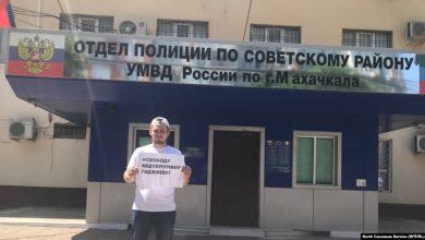 Photo of В Махачкале полиция задержала восьмерых журналистов на акции в поддержку редактора местной газеты