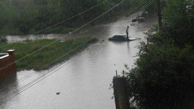 Photo of Գյումրիում հորդառատ անձրեւի հետեւանքով կայանված մեքենաները ջրով են ծածկվել