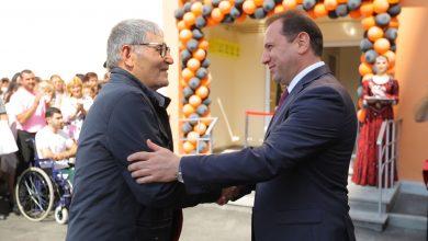 Photo of ՀՀ պաշտպանության նախարարը մասնակցել է նորակառույց բազմաբնակարան շենքի բացման արարողությանը