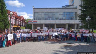 Photo of В Томске педагоги вышли на массовую акцию протеста