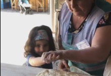 Photo of Վարչապետի փոքր դուստը՝ Արփին, սովորում է հաց թխել