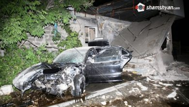 Photo of Խոշոր ավտովթար Երևանում. Mercedes-ը մխրճվել է ժողովրդին հայտնի Նորագավիթի «գայի պոստ»ի մեջ. Շենքի մի հատված փլուզվել է. 2 վիրավորներից մեկը ծայրահեղ ծանր է