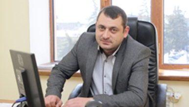 Photo of Գյումրու քաղաքապետարանի պաշտոնյան ձերբակալվելուց մեկ օր անց ազատ է արձակվել