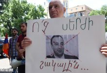 Photo of «Հրայր հեռացիր». Մի խումբ քաղաքացիներ պահանջում են ՍԴ նախագահի հրաժարականը. a1plus.am