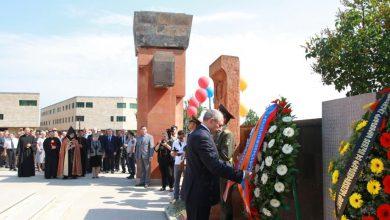 Photo of Президент Саакян возложил венок к памятнику без вести пропавшим воинам