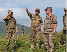 Photo of Արցախի ՊԲ հրամանատարն այցելել է զորամասերից մեկը. Բարձրացել է պահպանության տեղամասեր
