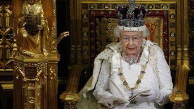Photo of Королеву Британии из-за «брексита» хотят втянуть в политику. Такого не было 88 лет