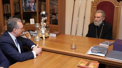 Photo of Զոհրաբ Մնացականյանի հանդիպումը Հայ առաքելական եկեղեցու Արցախի թեմի առաջնորդի հետ