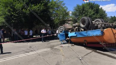 Photo of Խոշոր ավտովթար Գյումրիում․ բախվել են BMW-ն ու Գյումրու քաղաքապետարանի ջրցան ավտոմեքենան, վերջինը գլխիվայր շրջվել է․ կա վիրավոր