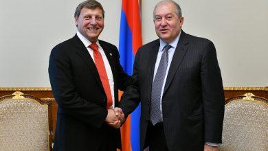 Photo of Հայաստանը նաև սփյուռքի մեր հայրենակիցների տունն է. նախագահն ընդունել է Գլենդելի քաղաքապետ Արա Նաջարյանին