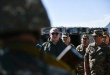 Photo of «Դուք պաշտպանում եք ոչ միայն մեր սահմանը, այլ նաեւ՝ Սահմանադրությունը». Արմեն Սարգսյանը՝ զինվորներին