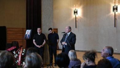 Photo of Նախագահ Արմեն Սարգսյանը մասնակցել է Արման Կիրակոսյանի հրաժեշտի արարողությանը