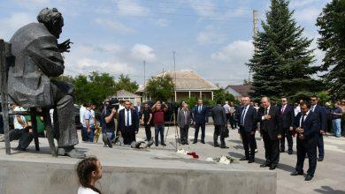 Photo of Сос Саргсян был не только великим деятелем искусства, но и великим гражданином: президент в Степанаване почтил память великого актера