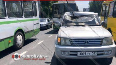 Photo of Արտակարգ դեպք Երևանում. տրոլեյբուսի հոսանքաընդունիչի «պոզը» պոկվել և ընկել է Toyota-ի վրա. վերջինի վարորդը տեղափոխվել է հիվանդանոց