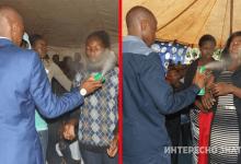 Photo of Աֆրիկայում քահանան «բուժել» է հիվանդներին՝ ցողելով նրանց միջատասպան ինսեկտիցիդով