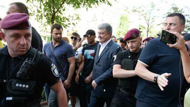 Photo of Порошенко забросали яйцами после допроса в ГБР