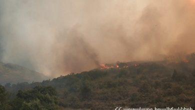 Photo of Խոսրովի անտառ պետական արգելոց տանող ճանապարհին՝ «Մեղրաքար» կոչվող հատվածում, այրվում է 17 հա բուսածածկույթ