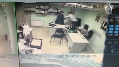 Photo of Россиянин попытался убить коллегу в офисе и попал на видео