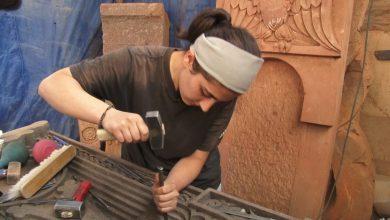 Photo of Камень стал послушным в ее хрупких руках. Наринэ – первая девушка-мастер по изготовлению хачкаров