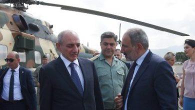 Photo of Президент Саакян встретил в Степанакертском аэропорту Премьер-министра Армении Пашиняна