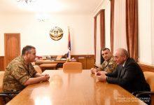 Photo of Բակո Սահակյանն ընդունել է ՀՀ զինված ուժերի գլխավոր շտաբի պետին