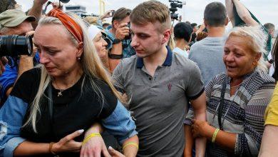 Photo of Зеленский был на летном поле, Путин — на Дне города. Как встречали пленных в Киеве и Москве