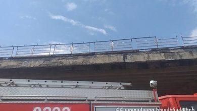 Photo of Նուբարաշենի կամրջի կոնստրուկցիոն տարրերը պոկվել եւ թափվել են ճանապարհի երթեւեկելի հատված