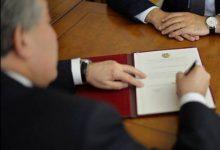 Photo of Արմեն Սարգսյանը մի շարք պարգևատրումներ հանձնելու մասին հրամանագիր է ստորագրել